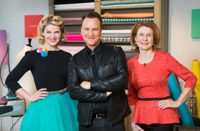 Von links: Jurorin und Modedesignerin Anke Müller, Juror und Host Guido Maria Kretschmer und Jurorin und Bundevorsitzende des Maßschneidehandwerks Inge Szoltysik-Sparrer.