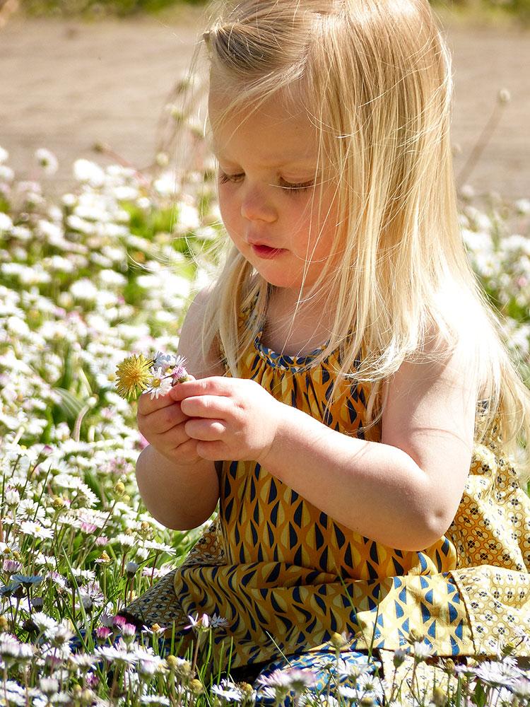 Bitte nicht stören! Frl. Gänseblümchen und ihr neues Happy Flowers Kleid!