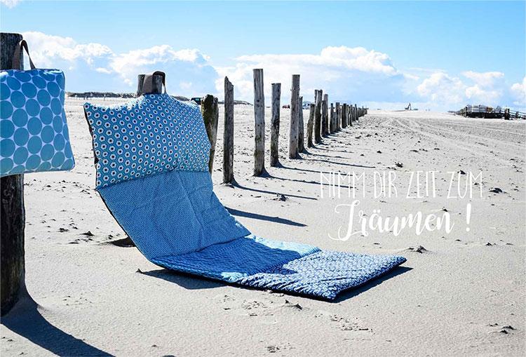Strandmatte aus Happy Flowers und Taschenstoff Rasmus. Kissen: Fresh Dots. Modell: Zwirnguin