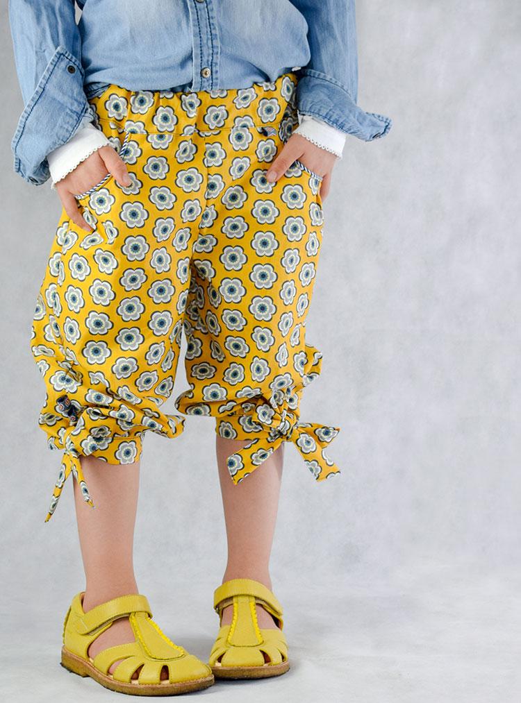 Sommerhose aus Happy Flowers in Gelb von Zwirnguin.
