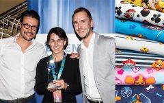 Hendrik Rinsche, Super RTL, Andrea Herre, Spinmaster und Sebastian Seppelt, Viacom freuen sich über die Auszeichnung für PAW Patrol als Lizenzthema des Jahres.Foto: Super RTL.