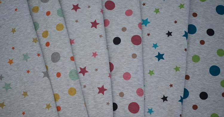 Alpenfleece Patrick mit Punkten und Sternen